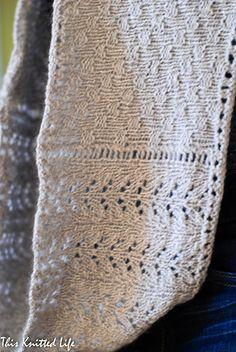 3d79adf37e61 Ravelry  Metamorphosis Cowl pattern by Andrea Hilton Echarpe, Tricot Et  Crochet, Foulards,