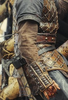 Make Believer — Vikings + Costume Details Fantasy Armor, Medieval Fantasy, Larp, Costume Viking, Viking Cosplay, Kleidung Design, Viking Armor, Armadura Medieval, Viking Clothing