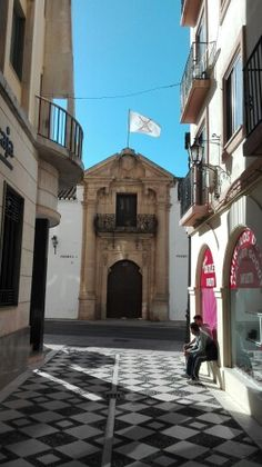 Puerta entrada plaza