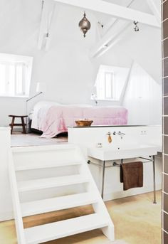 white with step-up bed floor