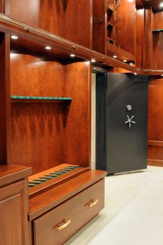 6 Tips to Create a Luxury Walk in Closet Walking Closet, Revolver, Gun Safe Room, Hidden Gun Storage, Ammo Storage, Reloading Room, Architecture Design, Gun Vault, Gun Rooms