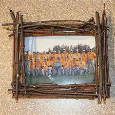 Twig Picture Frame Craft- district 4 lumber, campers can put pics from camp (in costumes, during the game, etc.) in the frame after Homemade Picture Frames, Homemade Frames, Homemade Wall Art, Popsicle Stick Crafts For Kids, Craft Stick Crafts, Craft Ideas, Fun Crafts, Decor Crafts, Decorating Ideas