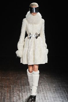 Alexander McQueen Fall 2012 Paris Fashion Week