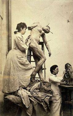 Camille'siz bir Rodin Mümkün Mü? Rodin ve Claudel'in 1882 yılında başlayan birliktelikleri kuşkusuz ikisinin hayatlarında da yepyeni bir dönemin başlangıcı olur. Camille Claudel Rodin'in sanat hayatında ciddi bir kırılmaya sebep olacaktır.  Pek çok sanat eleştirmeni heykeltraşın çalışmalarını Camille öncesi ve sonrası olarak ayırır.