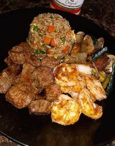 Homemade Hibachi Dinner Hibachi Rice, Hibachi Noodles, Hibachi Chicken, Hibachi Steak, Hibachi Recipes, Steak And Shrimp, Fried Shrimp, Yum Yum Sauce, Ginger Sauce