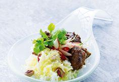 Vi laver en stor portion indisk mad, når vi alligevel er i gang. For med sine mange krydderier bliver sådan en grydefuld bare bedre og bedre. Spis ris til den ene dag og nanbrød den anden. Følg denne eksotiske opskrift.