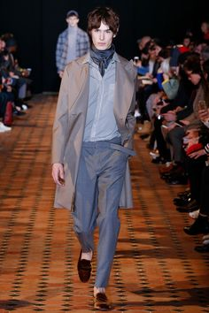 Officine Generale Fall 2018 Menswear collection, runway looks, beauty, models, and reviews.