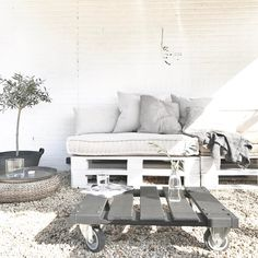 1,683 vind-ik-leuks, 105 reacties - AnjaWillemsen (@anjawillemsen) op Instagram: '100% genieten ☼ De tuin al bijna zomer klaar! Fijne middag nog X…'