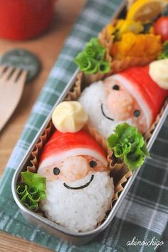 Santa Claus Christmas bento box (made from rice, nori, & imitation crab) Cute Bento Boxes, Bento Box Lunch, Bento Kids, Japanese Food Art, Kawaii Cooking, Kawaii Bento, Bento Recipes, Recipies, Recipes From Heaven