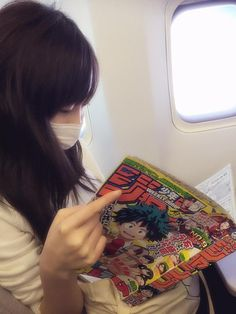 Haruka Fukuhara read comic magazine Weekly Jump on the way. #girl #japan #model RT @haruka_staff 飛行機のお供に♪ pic.twitter.com/VG9tvpxQya