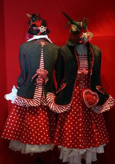 shared a photo from Flipboard Circus Fashion, Pirate Fashion, Halloween Cosplay, Cosplay Costumes, Halloween Costumes, Santa's Helper Costume, Karneval Diy, Santa Suits, Vintage Carnival