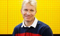 Mika Anttonen haastoi Kalervo Kummolan Jääkiekkoliiton puheenjohtajavaalissa vuonna 2011, mutta hävisi niukasti.