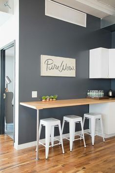 kitchen bar Top 10 Minimalist Bar Table Design Ideas For Your Small Kitchen Bar Table Design, Cheap Kitchen Remodel, Kitchen Remodeling, Remodeling Ideas, Small Kitchen Tables, Small Kitchens, Small Bar Table, Modern Kitchens, Kitchen Modern