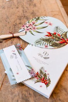 Paula e Paulo tiveram um destination wedding em Trancoso, com decoração de Katia Criscuolo, da Congregabahia, convite da S-Cards e papelaria de Susana Fujita.