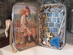 Altered Altoid tin inside view Tin Can Crafts, Crafts To Do, Altered Tins, Puppets For Kids, Tin Boxes, Cigar Boxes, Mint Tins, Small Tins, Party Favors