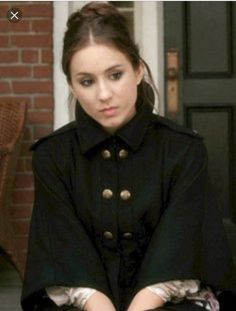 Troian Bellisario as Spencer Hastings Fashion Tv, Fashion Looks, Womens Fashion, Fasion, Pll, Spencer Hastings Outfits, Poncho Coat, Pretty Little Liars, Classy