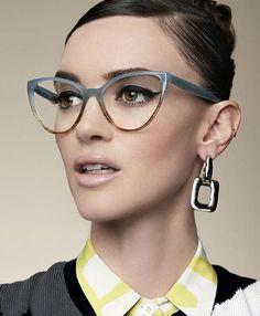 Ideas For Glasses Frames Retro Ux Ui Designer Cool Glasses, New Glasses, Cat Eye Glasses, Lunette Style, Fashion Eye Glasses, Wearing Glasses, Glasses Outfit, Cat Eye Frames, Eyeglasses For Women