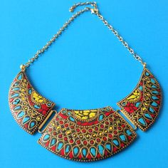 A necklace inspired by the Himaliyan country of Nepal. The colorful stones make this necklace very cheerful.