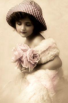 JanetK.Design Free digital vintage stuff: Vintage meisje met geblokt hoedje