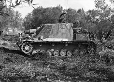 Brummbär – The Sturmpanzer IV (Brummbär) carried the 150mm StuH43 gun on a standard Panzer IV chassis. Pinned from germanwarmachine.com