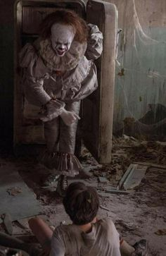 Bill Skarsgard trained with a contortionist for weeks to shoot this scene!
