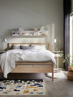 Ikea Bedroom, Bedroom Sets, Bedroom Furniture, Inspiration Ikea, Bed Slats, Adjustable Beds, King Beds, Bed Spreads, Wall Shelves