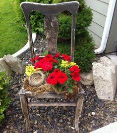 chaise-vieille-décorative-pot-fleurs-pétunias Idées déco de jardin