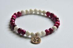 Bransoletka z tygrysiego oka i agatu z zawieszką w AnkArtJewelry na Etsy White Agate, Colorful Bracelets, Pink And Gold, Beaded Bracelets, Pendant, Etsy, Jewelry, Jewellery Making, Jewels