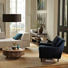 Lovely classic space in shades of navy, brown and white. Love that coffee table!