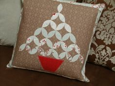 Amy Made That! ...by eamylove: Welcome to the Christmas in July Blog Hop - Christmas Tree Topiary Pillow