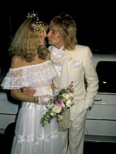 Alana Hamilton and Rod Stewart, 1979...Im all over 1920s and 40s gowns, but this yet another awesome 1970s wedding gown.