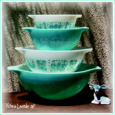 Victoria Lavender Sunny In Tucson: Pyrex Pink and Turquoise Princess Bowl Sets.  I have Mom's turquoise set.