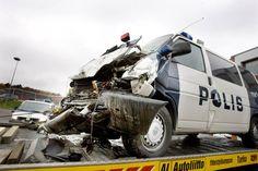 Hälytysajossa ollut poliisiauto törmäsi Turussa bussiin 2007. Poliisin liikennekäyttäytymistä ei käytännössä seurata eikä raportoida kuin onnettomuuksien sattuessa. TS/Veikko Wahlroos