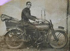 Un Guardia Civil posa en su Harley.    Luis Lucio García Orte  1933  Un Guardia Civil posa en su Harley. (Madrid) Harley Davidson Sidecar, Public Security, Bmw Boxer, Vintage Motorcycles, Old Pictures, American Indians, Police, Spanish, Dreams