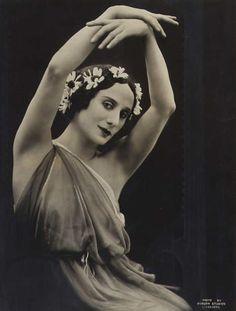 realityayslum: портрет Анны Павловой, Добсон студий, Ливерпуль, 1922.