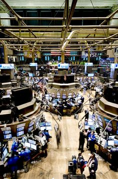 ✮ An high angle view of the New York Stock Exchange's trading floor.