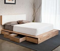 lit avec tiroir de rangement en bois clair et tapis gris anthracite, chambre à coucher parentale