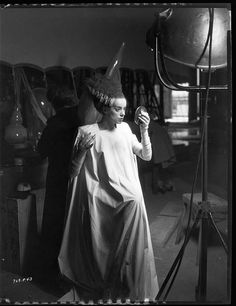 Checking her make-up. But why was the movie called Bride of Frankenstein? Frankenstein was the Doctor, not the name of the monster. Classic Monster Movies, Classic Horror Movies, Classic Monsters, Classic Movies, Regina George, Mary Shelley, Horror Show, Horror Films, Horror Icons