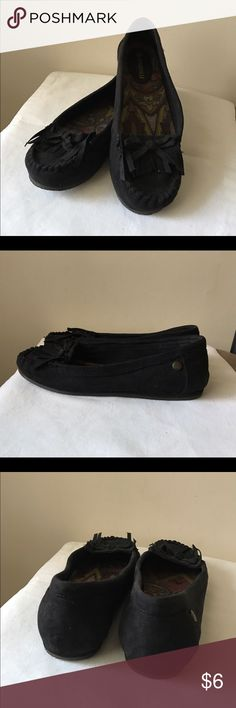 Makalu black moccasin flats Black faux suede moccasins - front detail - fabric upper - size 8 Makalu Shoes Moccasins
