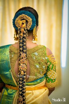 In a bridal look in a green color saree, elbow length sleeves blouse design, necklace, head piece / maang tikka, hip chain and gold jewelry Saree Blouse Patterns, Saree Blouse Designs, South Indian Bride, Indian Bridal, Saree Hairstyles, Bridal Hairstyles, Bridal Blouse Designs, Soft Silk Sarees, Fancy Sarees