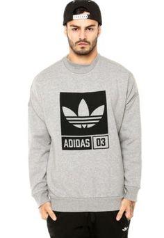 Me pongo este suéter en mi tiempo libre. Éste es gris y su marca es Adidas. Me gusta porque es apretado. Adidas Originals Tops, Winter Outfits Men, Adidas Outfit, Mens Clothing Styles, Graphic Sweatshirt, T Shirt, Adidas Logo, Nike, Sportswear