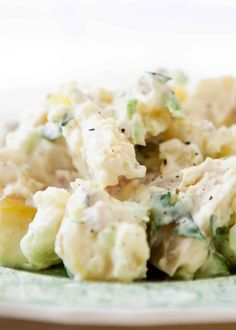 Epic potato salad Potato salad for a crowd What I love about potato salad is that it serves many people without much effort and is so easy to … - New Sites Classic Potato Salad, Easy Potato Salad, Mayonnaise, Sour Cream Uses, Grilling Recipes, Cooking Recipes, Easy Cooking, Salads For A Crowd, Creamed Potatoes