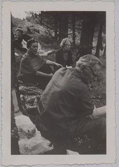 Léon Trotsky, Natalia Trotsky, Frida Kahlo , Mexico, 1938~Image © Association Atelier André Breton