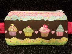 Cupcake & Icing Border Insulin Pump Pouch