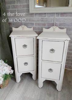 SPRING BEDSIDE CABINETS - shabby chic antique white Solid Wood Bedroom Furniture, Wood Furniture, Small Space Living, Small Spaces, Shabby Chic Antiques, Old Desks, Rose Wall, Bedside Cabinet, Diy Cabinets