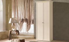 Cecilia patinato beige è un armadio completamente personalizzabile, dalle finiture al numero di ante.