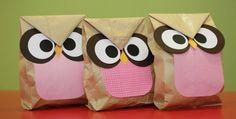 Embalagem em forma de coruja. Super fofo! http://mulher.uol.com.br/gravidez-e-filhos/album/2013/02/23/aprenda-a-fazer-um-saco-decorado-para-lembrancinha-de-aniversario.htm#fotoNav=1