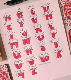 Christmas is coming and you may want to write your bullet journal or handmade Christmas card, then you must need these Christmas doodles! These Christmas doodles are cute and teach you step by step how to draw them perfectly, so you can learn easily. Bullet Journal Headers, Journal Fonts, Bullet Journal Aesthetic, Bullet Journal Writing, Daily Journal, Journal Diary, December Bullet Journal, Hand Lettering Alphabet, Simple Doodles