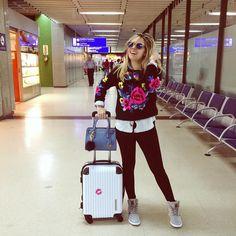 """""""Ei meninas vale ainda look do aeroporto?? Tirei essa foto ontem cedo antes de embarcar e ainda tenho a sensação de ser hoje, é louco como essas viagens…"""""""