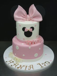 Minnie Cake - simple but very cute! Mickey Mouse Torte, Mini Mouse Cake, Mickey And Minnie Cake, Bolo Mickey, Minnie Mouse Birthday Cakes, Minnie Mouse Baby Shower, Mickey Cakes, Cake Birthday, Bolo Fake Minie